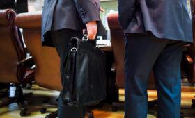 Росстат раскрыл зарплаты чиновников в 2018 году