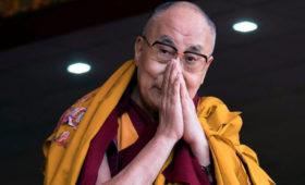 Далай-лама предупредил о попытке Китая навязать верующим своего преемника