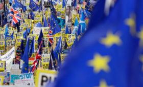 СМИ узнали об уходе двух британских замминистра в отставку из-за Brexit