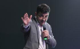 Зеленский пригласил Тимошенко провести дебаты с Порошенко на стадионе