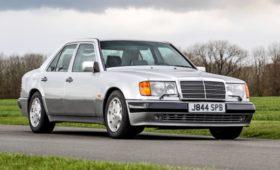 «Мистер Бин» выставил на аукцион свой Mercedes-Benz 500 E