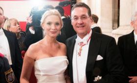 Канцлер Австрии отказался работать с замом из-за скандала с россиянкой