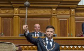 Новым логотипом партии Зеленского стал велосипедист с булавой