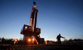 Новак объяснил сокращение добычи нефти в России сверх сделки ОПЕК+