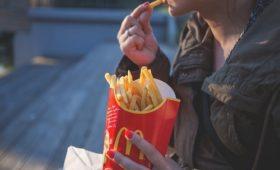 Выгорание и загруженность на работе приводят к нездоровым привычкам и набору веса