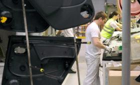 АвтоВАЗ возобновит производство после двух дней простоя