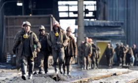 Угольщики Донбасса пожаловались властям на долги компании Курченко