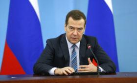 Медведев назвал единственный способ решить спор России и Украины по газу
