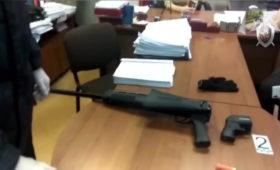 Неизвестный открыл стрельбу в суде в Кузбассе