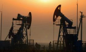 Цена нефти Brent опустилась ниже $60 впервые с осени 2019 года