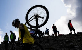Чемпионат мира помаунтинбайку отменен из-закоронавируса