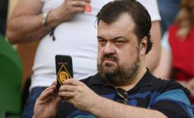 Василий Уткин показал архивное фото, накотором ему22года