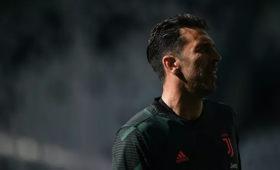 Буффон побил рекорд Мальдини поколичеству матчей вСерии А