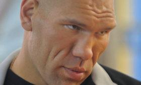 Валуев назвал причину нежелания Квята вставать наколени
