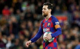 СМИ: Месси сообщил главному тренеру «Барселоны» Куману, чтонеисключает ухода изклуба
