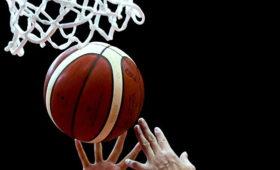 Российский баскетболист упал вовремя матча иумер