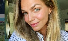Юлия Ефимова поделилась фото вярком купальнике