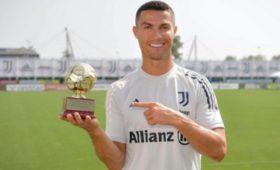 Роналду выиграл приз лучшему международному бомбардиру