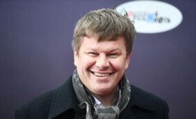 Губерниев попытался оправдаться запоцелуй сСеменович