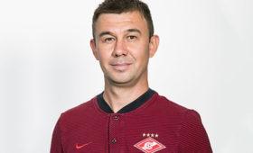 Тренера «Спартака» дисквалифицировали нашесть матчей после дерби сЦСКА