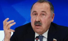 Газзаев озарплатах вфутболе: «Уолигархов ещебольше. Почему неговорите, чтоврачи должны получать каколигархи?»