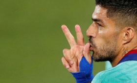 Тренер «Барселоны» рассказал онежелании отпускать Суареса