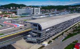 Гонка «Формулы-2» вСочи приостановлена из-засерьезной аварии